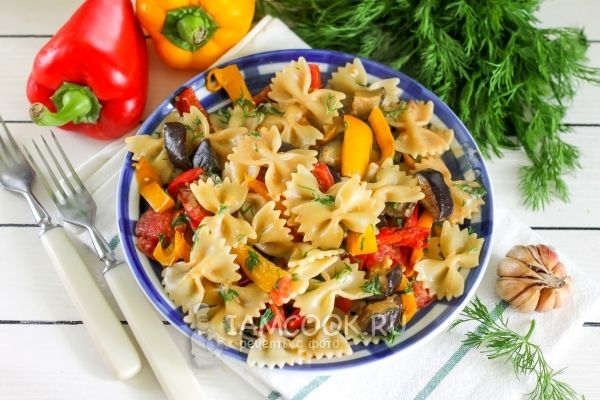 Паста с овощами в сливочном соусе