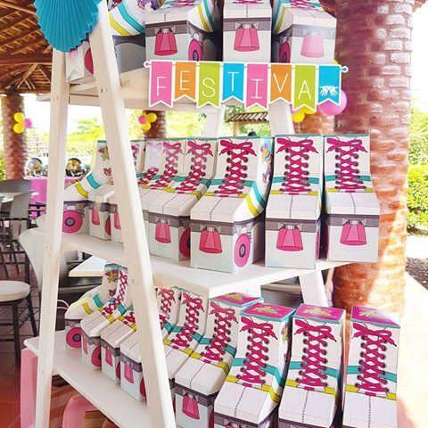 Así nos quedó la hermosa decoración que preparamos para la fiesta de Ana Cecilia inspirada en Soy Luna, nos encantó ser parte de cada detalle, y agradecemos enormemente la confianza que depositan en nosotros para sus eventos especiales.  Pastel proporcionada por nuestra clienta, de todo lo demás nos encargamos nosotras. #Festiva personalizando tus ideas.  #Sorpresas #FiestasInfantiles #Decoracion #Diseño #MesadeDulces #CandyBar #HechoenNicaragua #SoyLuna