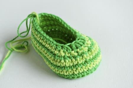 Green Zebra crochet baby booties pattern