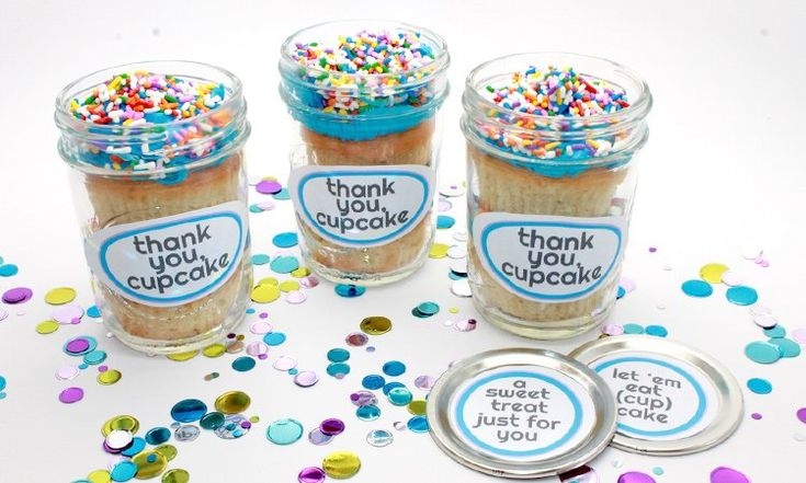 Mason Jar Cupcakes: Adorable for a birthday party or class party! These easy-to-make cupcake jars will have everyone oohing and ahhing.