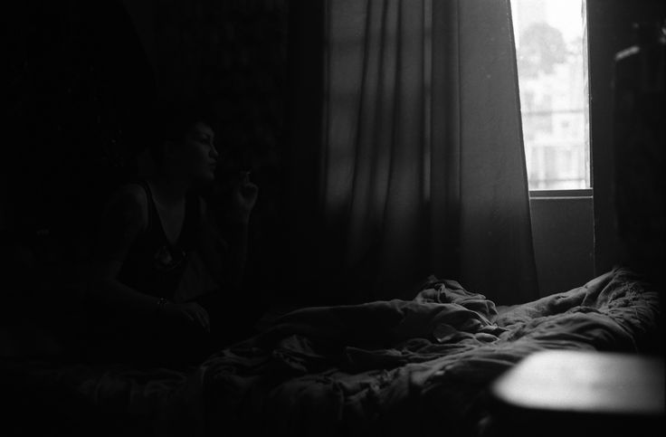 """.privacidad que se veía  rota en el verano ya que todos tenían que dormir en el cuarto de sus padres siendo el único que tenía aire  acondicionado, el año de  1996  sus padres se divorcian lo cual llevo a su madre a devolverse a su país de origen Colombia con sus dos hijos para iniciar de ceros una nueva  vida llena de esperanzas e ilusiones, Jessica reitera en una frase lo que encierra su corazón, en ese momento en que su familia se derrumbaba a pedazos  """"SIMPLEMENTE FUE DIFICL"""""""