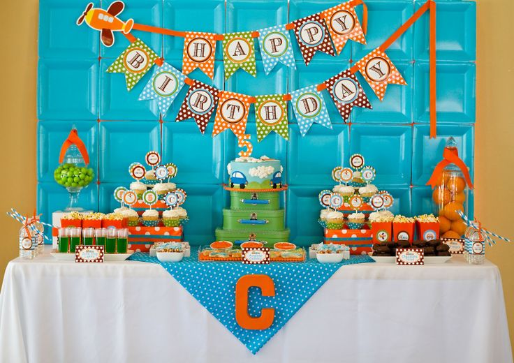 Transportation Party: LOVE the inexpensive square paper plate backdrop {printables by Amanda's Parties TO GO}