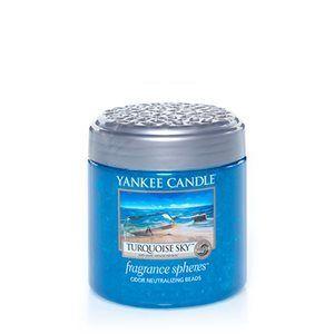 Fragrance Spheres neutraliserar dålig lukt och fräschar upp små utrymmen med din favorit Yankee Candle® doft.  En doft av salt, frisk havsluft med inslag av sjögräs och musk.  Produktinformation Fragrance Spheres Ta bort skyddsplasten under locket. Sätt på det dekorativa locket och låt doften spridas i rummet. Pärlorna kommer krympa och efter ungefär 45 dygn är det dags att ersätta med en ny burk. Användning i tvättstuga, badrum, eller något annat rum där ett tänt ljus inte är lämpligt…