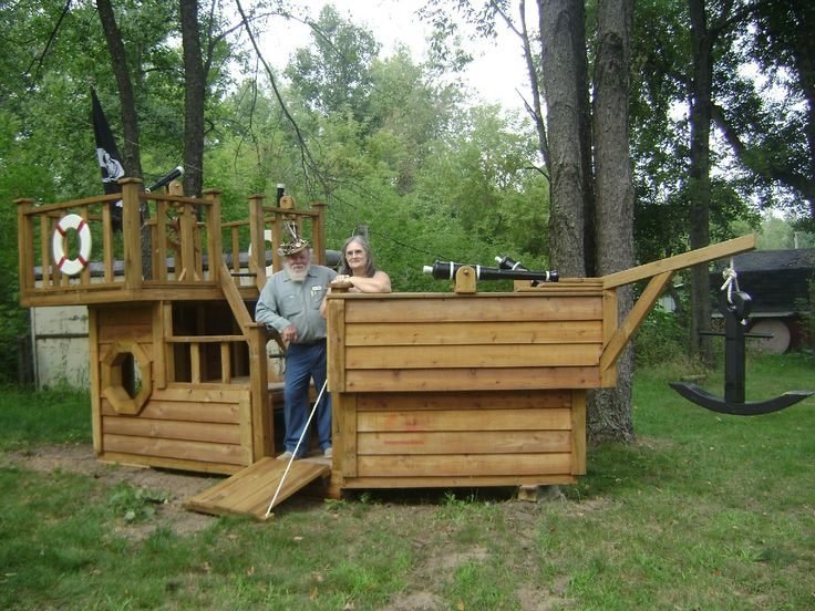 Pirate boat playhouse woodworking projects plans for Boat playhouse plans