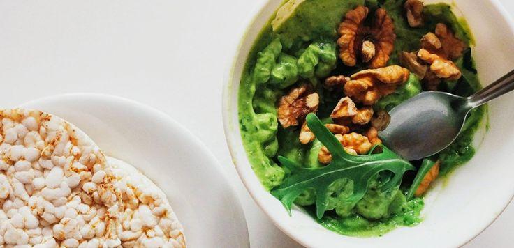 Так начинается мое каждое утро. Вернее, оно начинается со смузи. Но обязательно продолжается паштетом из авокадо. Обязательно. Это зависимость :)  [авокадо + оливковое масло + руккола или базилик + соль] - сначала в бленедр, потом на хлеб или криспы. С орешками.   #рецепт #рецепты #вкусно #полезно #фотоеды #салат #kindcook #пост #веган #вегетарианство