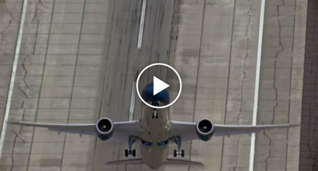 Boeing 787-9 Faz a Mais Impressionante Descolagem Vertical http://www.desconcertante.com/boeing-787-9-faz-mais-impressionante-descolagem-vertical/