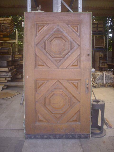 Eine historische Tür gibt dem Haus eine Geschichte. Sie suchen historisches Baumaterial? Historische Türen?   Oder Sie möchten eine schöne Holztüre ganz nach Ihren Wünschen?   Bei Fachwerk-Antik werden Sie fündig!   http://www.fachwerk-antik.de/historische-baustoffe/holz/historische-tueren.html  #fachwerk #holztüre #historisches #baumaterial #Tischler #Schreiner