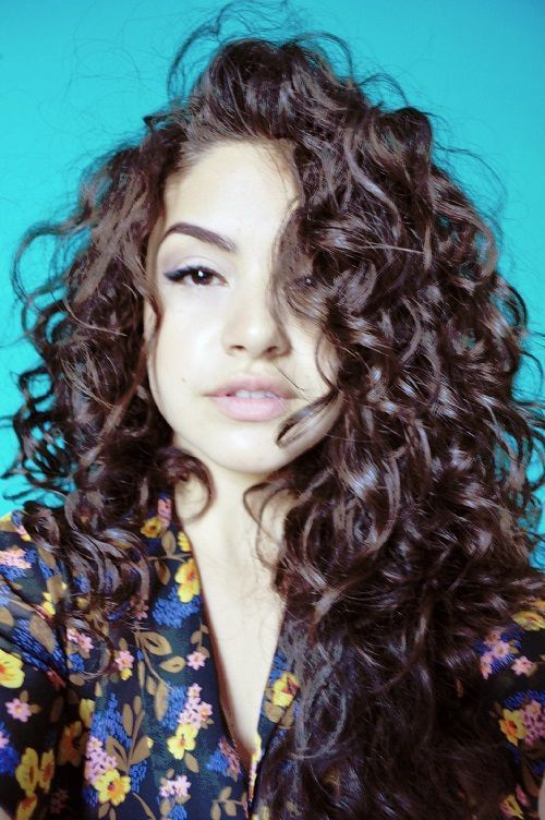 Curly Hair Mexican Girls Mostly These Long Hairstyles For Women With Naturally Curly Hair Are Mexicanhair Hair Styles Brown Curly Hair Curly Hair Styles
