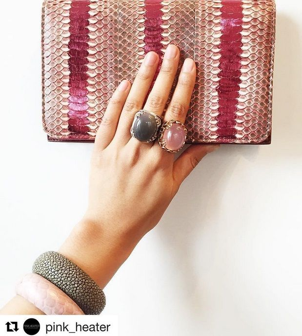 You can see our beautiful Gwyneth bag in berry sunset made of snake leather and two of our rings. One is the Daiquiriring with grey moonstone and the other one our Margaritaring with roseqaurz. Further there is our Samba bracelet in grey stingray leather amd our Samba bracelte in soft pink metallic in snake leather from a cuckoo moment... The mood is created by pink heater
