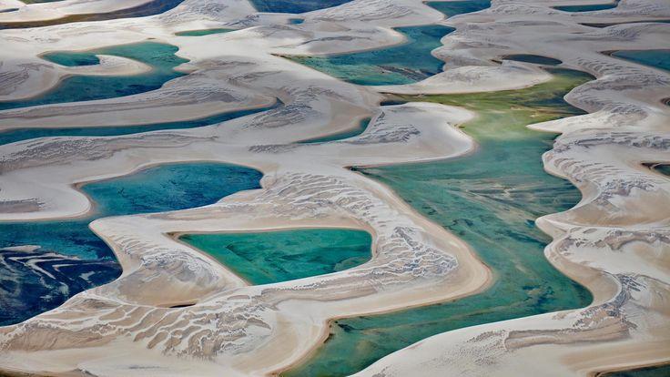 Lençóis Maranhenses National Park in Barreirinhas, Brazil (© Rudi Sebastian/plainpicture) – 2018-01-23 [http://www.bing.com/search?q=len%C3%A7%C3%B3is+maranhenses+national+park&form=hpcapt&filters=HpDate:%2220180123_0800%22]