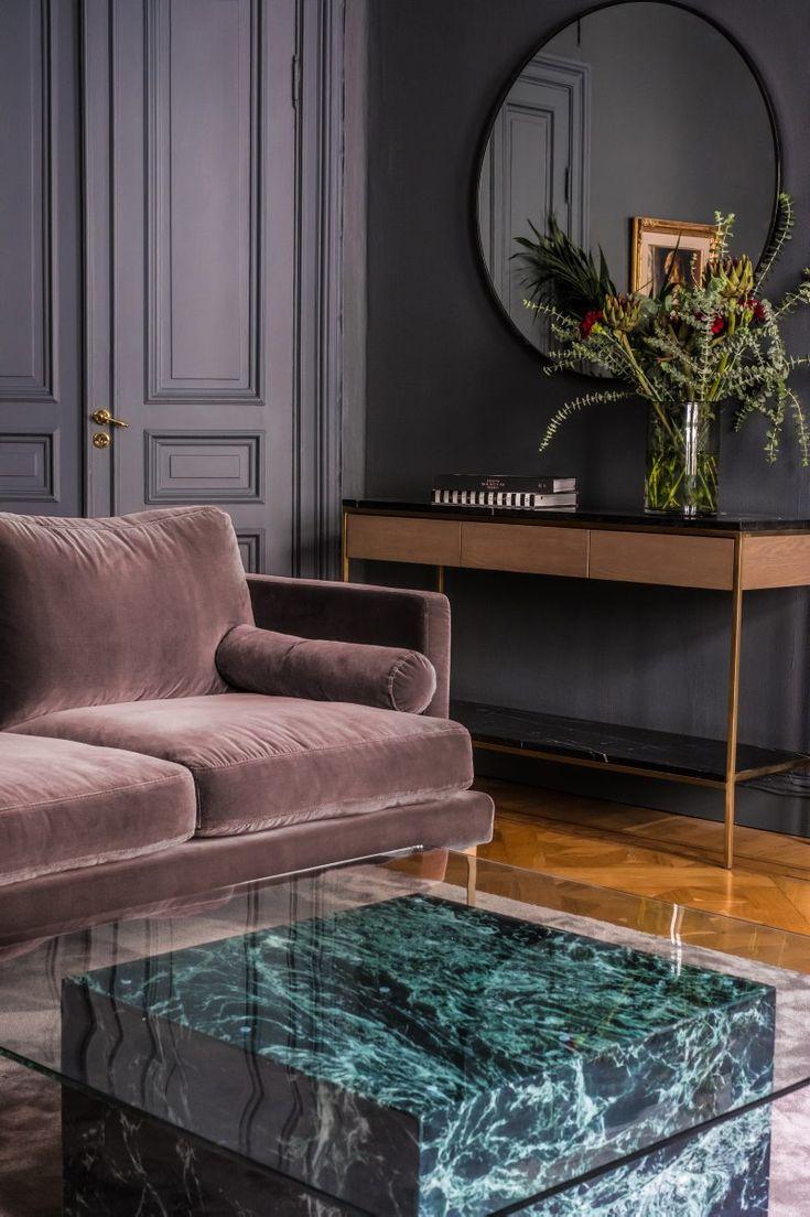 Susanne Lundberg, grundare av inredningsvarumärket Ruth&Joanna, inreder sitt hem i sann art déco-anda och döper sina möbler efter människor hon mött eller platser hon besökt.