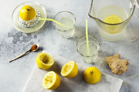 Detoxen na de feestdagen met zelfgemaakte limonade