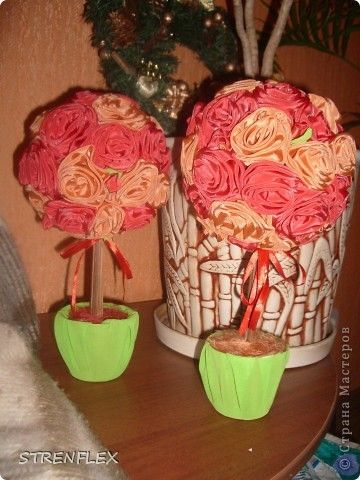 Розовые деревья близнецы