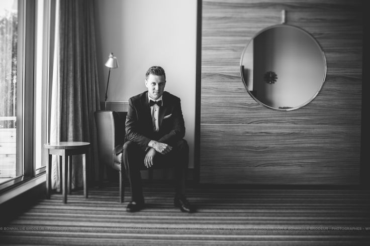 Portrait du marié seul - Groom's portrait alone #bonnalliebrodeur #photographe #mariage #wedding