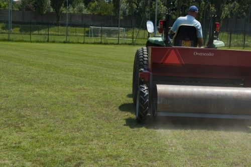 #semina Agridea alle prese con la #rigenerazione di tappeti erbosi. http://www.coopagridea.org/