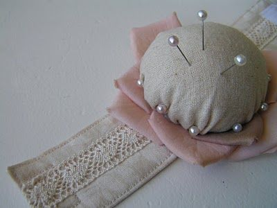 Lovely, Wearable, Wrist Pin Cushion Tutorial...So useful , practical and pretty. These would make great gifts, love them!