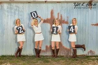 Love this idea for senior pictures. Perfect for grad cards! #seniors #seniorpictures
