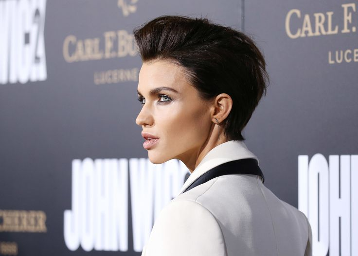 Orange Is the New Black alum Ruby Rose looked deadly at the John Wick: Chapter 2 premiere, remixing a smokey eye and white tux-inspired outfit with her trademark dark, slicked-back pompadour. The sexy hairstyle works great with thick, wavy hair like Ruby's.