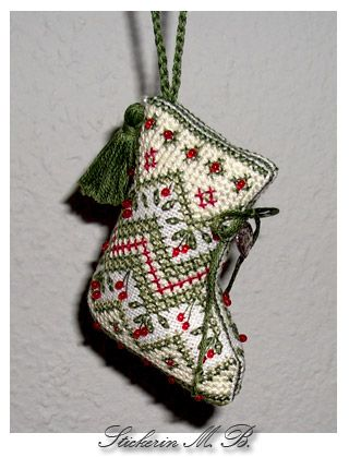 Freebie Blog embroiderer MB: Boots (stocking) This BEAUTIFUL blog is in German.
