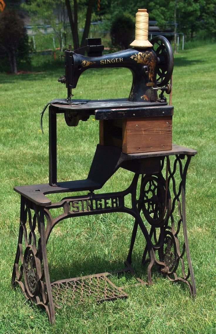 heavy duty leather sewing machine, No. 425, by Singer & Company, New York, New York. This cast iron frame machine is in excellent working condition. From the Collection of Russell A. Bigelow, Winchester, New Hamsphire.