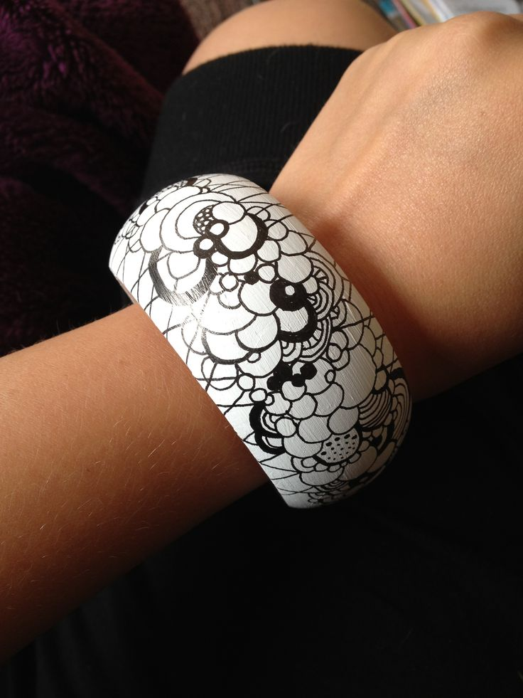 Black and white doodled wooden bracelet