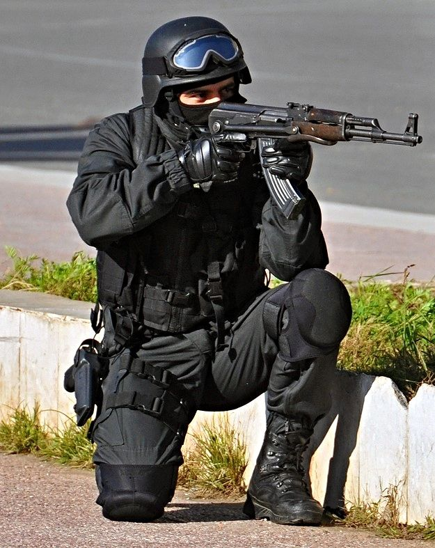 All sizes   A SWAT cop   Flickr - Photo Sharing!