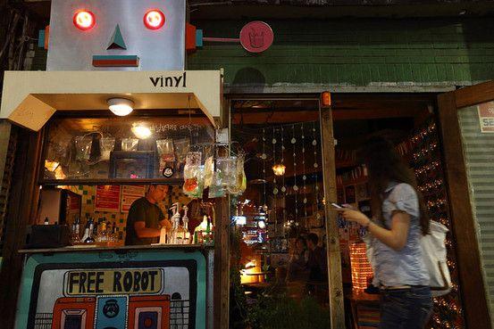 Robot Vinyl Bar