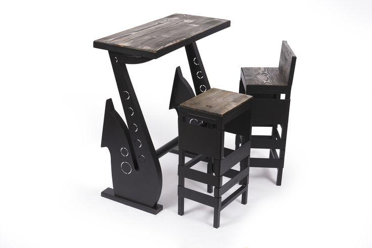 """Setul de mobilier """"Saxofon"""" este compus din masa, o banca si 2 scaune, fiind conceput atat pentru spatiile personale, cat si pentru cele publice- baruri, pub-uri sau restaurante. #mobilierindustrial #steelfurniture #industrialfurniture #amenajari #metalcreativ #wood #interiordesign"""
