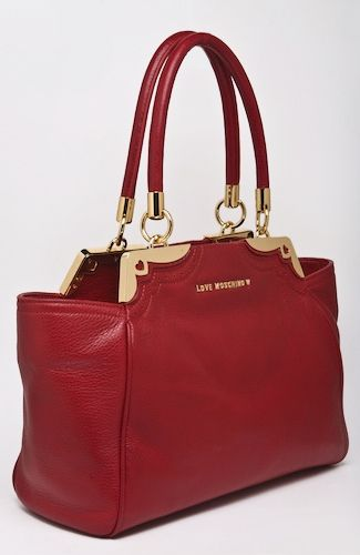 Love Moschino bag Red bag with wide shoulder straps and mettal golden elements, zipper closure, inner pockets. 40 cm width at the top. 100%LEATHER Code: JC4105PP1JLP0