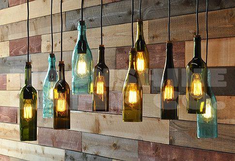 Si tratta di un lampadario 10 flaconi realizzato da qualsiasi 10 bottiglie di vostra scelta. Può essere fatto con bottiglie di liquore o bottiglie