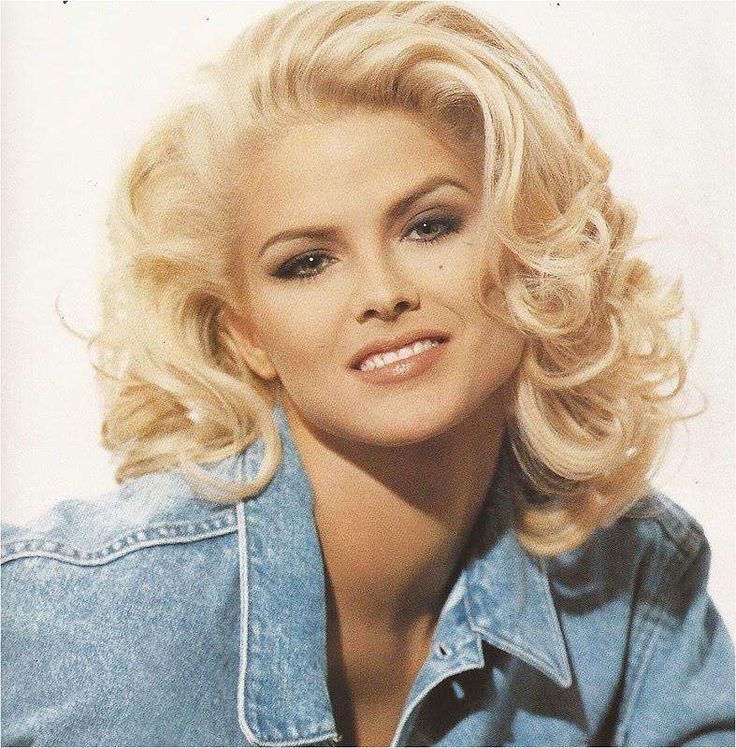 "Anna Nicole Smith died on February 8, 2007 at age 39. She died from an accidental drug overdoes of prescription medication.    Name: Anna Nicole Smith Born: 1967 Birthplace: Texas, United States of America Profession: Spokesperson, Stripper, Adult model, Film Producer, Model + 3 more Institution: Mexia High School, Durkee Elementary School, Aldine Intermediate School Height: 5'10"" Date Of Death: 2007 Cause Of Death: Drug overdose Place Of Death: Hollywood, Florida, United States of America"