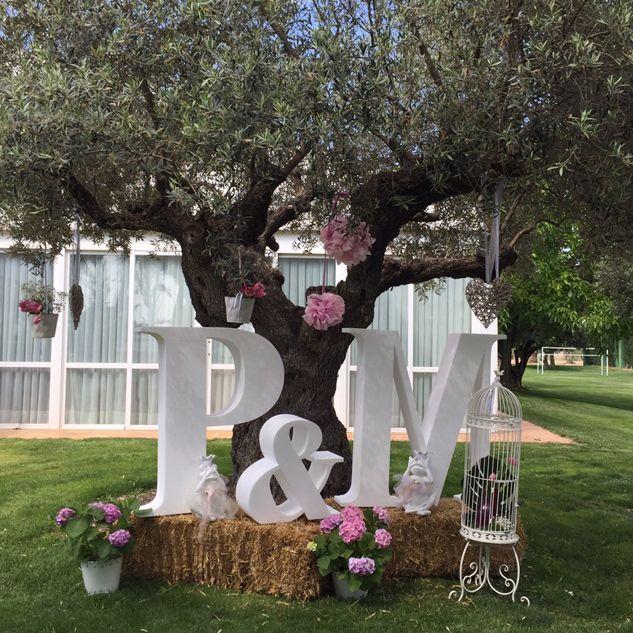 Letras gigantes para bodas.  Iniciales en porexpan #letrasparabodas #decoratuboda #letrasydecoracion