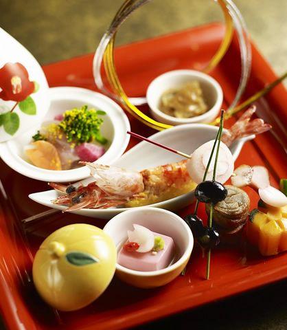 ホテル椿山荘東京では、結婚式を東京でご検討されているお二人の為に、最高級のホテルウエディングを。レストランでのウエディングやフォトウエディング、結納など、様々なご要望にお応えする結婚式場をご用意。東京で結婚されるなら、東京のホテル、ホテル椿山荘東京。