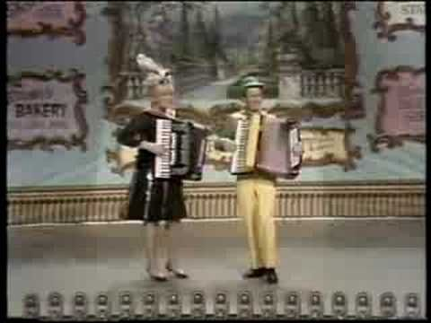 ▶ The Lawrence Welk Show: Village Inn Polka - 120 of fun.