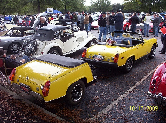 MG Midget and a half by blue
