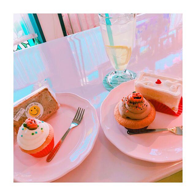 . . . わたしは Halloween風カップケーキと 苺のショートケーキ 飲み物はレモネード . お友達は Halloween風カップケーキと シフォンケーキ 飲み物はバナナミルク . どれも安定な美味しさ . . #宮城県 #仙台市 #sendai #カフェ巡り  #ケーキ屋さん #ケーキ #cake #お洒落 #sweets #甘党女子  #Halloween #cupcakes  #シフォンケーキ  #ショートケーキ #美味 #話題のお店 #インスタ映え