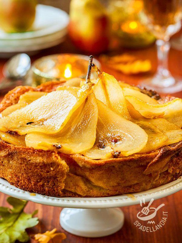 Pears Cake - Se avete invitato per un tè delle amiche molto esigenti, servite loro questa Torta in sfoglia di pere. Rimarranno di stucco! Il successo è assicurato! #tortaallepere