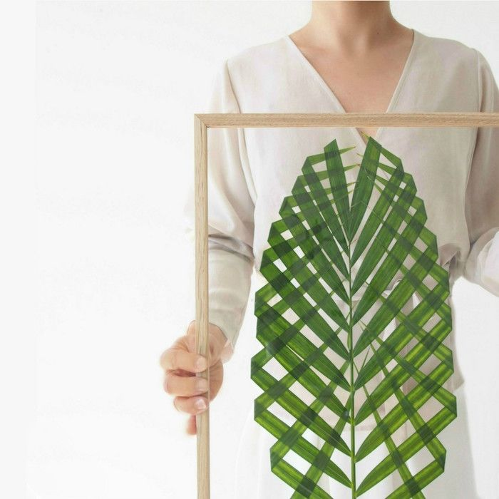 Aprendemos a hacer un original cuadro con plantas u otros motivos naturales. Esta vez usamos una hoja de palma o palmito.