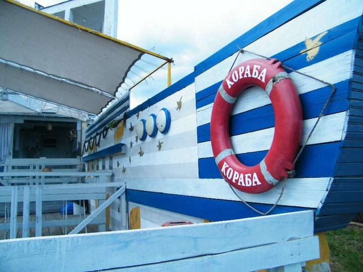 Szinemorec különlegessége: strandjának egyik oldalán a Fekete-tenger sós vize - a másik oldalon pedig a Veleke folyó édes vize található