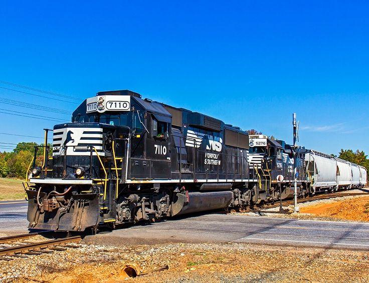 Norfolk Southern, EMD GP60 diesel-electric locomotive in Mooresville , North Carolina, USA
