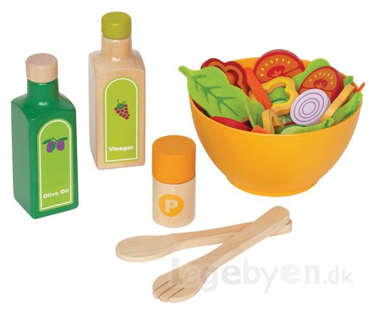 Lad barnet lære om sunde kostvaner med denne læskre pakke legemad fra Hape med alt til en super sund salat. Sættet består af 36 dele i alt. Salats...