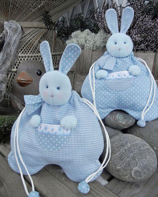 coniglietti anche per Pasqua ripieni di ovetti di cioccolato!