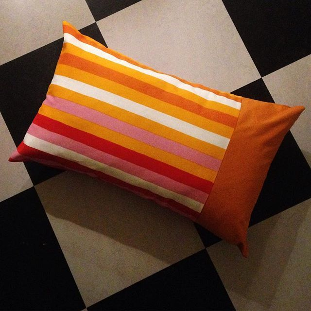 Våriga soffkuddar av restbitar, tygerna är köpta på Ikea för några år sedan.  New spring pillowcases made from left overs. The fabrics are bought at Ikea a few years ago.  #pillowcase #ikea #stripes #spring #fabricscraps #stashbusting #stuvbitar #soffkuddar #diy #sewing #ränder #vårfint #vårfärger