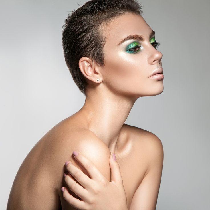 Spana in vår frisyrbild i kategorin Pixie tjejfrisyrer idag! Bli inspirerad till ditt näst frisyr!