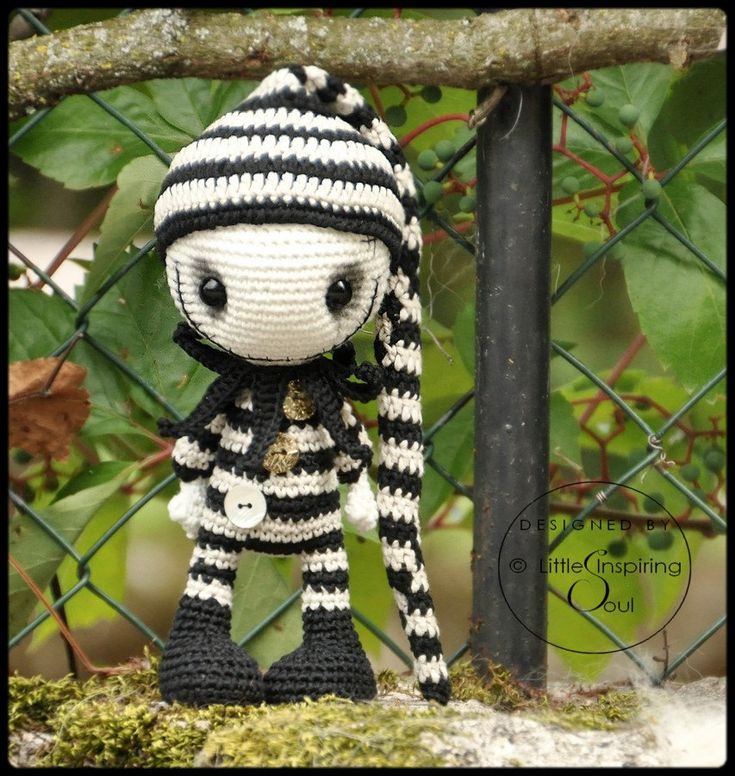 GOTHIC DOLL crochet pattern Little Inspiring par lescreasdeclo