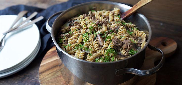 Kjøp Alt-i-ett gryte med kjøttdeig og resten av ukeshandelen med ett klikk! Pasta og kjøttdeig er en favoritt rundt middagsbordet, og denne middagen lages i en og samme gryte.