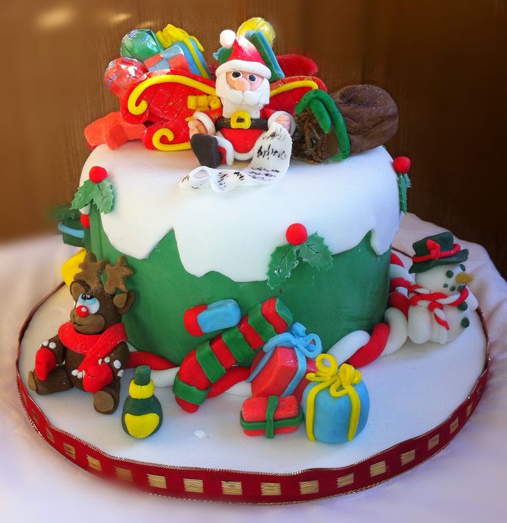 Santa and his sleigh Santa and his friends with a sleigh full of goodies and a date and marzipan sack. A rich fruit cake with spelt and sweetened with with molasses honey and fruit. Homemade marzipan and covered in sugarpaste.