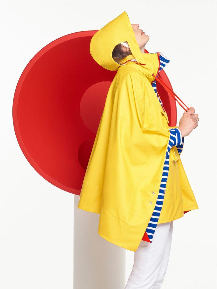 Designer #JeanCharlesdeCastelbajac hat die ikonische #Regenjacke von #PetitBateau in ein #Regencape verwandelt. Über diesen Friesennerz erfahrt ihr mehr in MILAN Magazine: http://www.milan-magazine.de/jc-de-castelbajac-paris-x-petit-bateau/