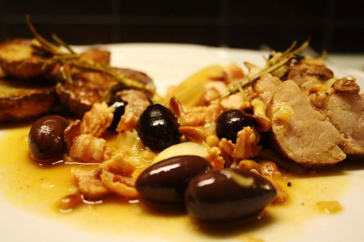 Fläskfilé med oliver, rosmarin och pinjenötter