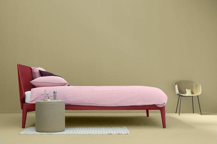Das Auping Essential in Coral Red setzt Farbakzente im Schlafzimmer. Seine inneren Werte überzeugen mit zu 50% wiederverwertbaren Materialien. #bett #cradletocradle #schlafzimmer #aupingde #interior #einrichtung #bedroom #bed